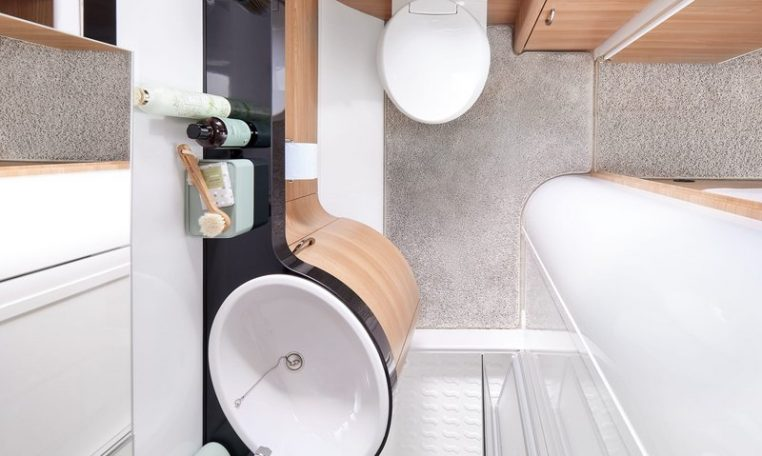 Hobby 495 WFB De Luxe model 2022 interieur cannenburg 1 badkamer